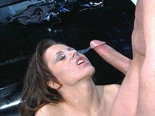 Brunette pornstar Jewel De'Nyle fucks in a 3some with 2 guys