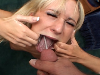 Babe pleasing dude - Little Hillary Scott getting down and pleasing lucky dude