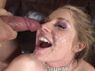 Groupsex : Haley Scott gets all dirty cause of sticky juice!
