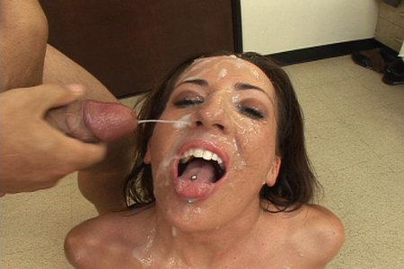Sexy Richelle Ryan gives big head to lucky boys