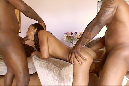 Lexington Steele gets horny blowjob from Black Reign X