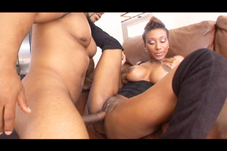 Strong Brian Pumper receives wet blowjob from Black Reign X