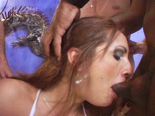 Groupsex : nasty brunette cheater in some major ganbang action!