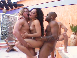 Groupsex : Hot honey gets gangbanged by group of mans!