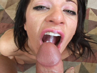 Amateur babe blows - Amateur babe blows big cock in this vid