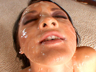 Facial Cumshot : Deena shows off her awesome body before gang-sucking!
