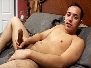 Gay Solo Masturbation : Frankie Young pulls his pud until it shoots jizz!