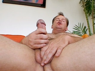 Gay Solo Masturbation : Frank Towers tugs at his dick in this solo session before blowing nut all over his own stomach!