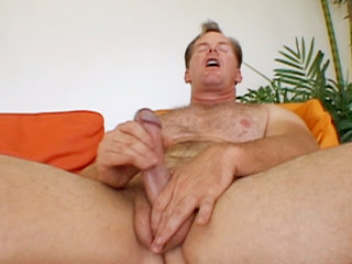Gay Solo Masturbation : Frank Towers tugs at his penis in this solo session before blowing nut all over his own stomach!