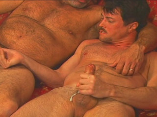 Gay Mature Men : Andrew Addams sperm gets blown after little bit of funtime!