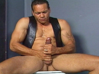 Gay Mature Men : Chris Dano jerks his hard love stick off while sitting on the throne in these video videos!