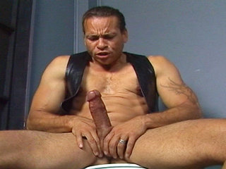 Gay Mature Men : Chris Dano jerks his hard rod off while sitting on the throne in these videoclip mpegs!