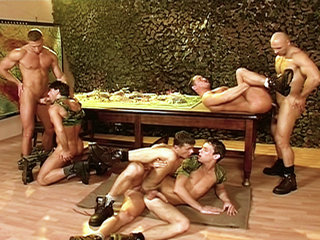 Gay Big Dick : Muscular mens play with cocks before taking them up the asshole and in their mouths!