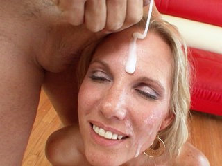 Facial Cumshot : titty blond Niki Austin bukkake blow banged by couple of big rods!