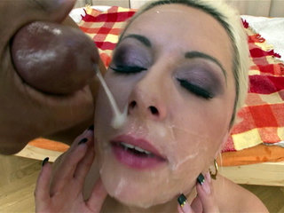 Eager Daria Glower wears cumshots after giving a blowbang