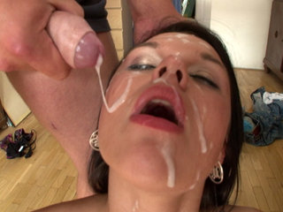 Facial Cumshot : Frida fucks 5 studs in Bukkake gang bang!